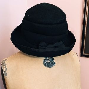 Accessories - Black Wool Hat with Bow